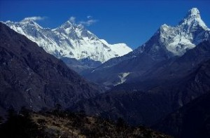 800px-Nepal_Mount_Everest_And_Ama_dablam